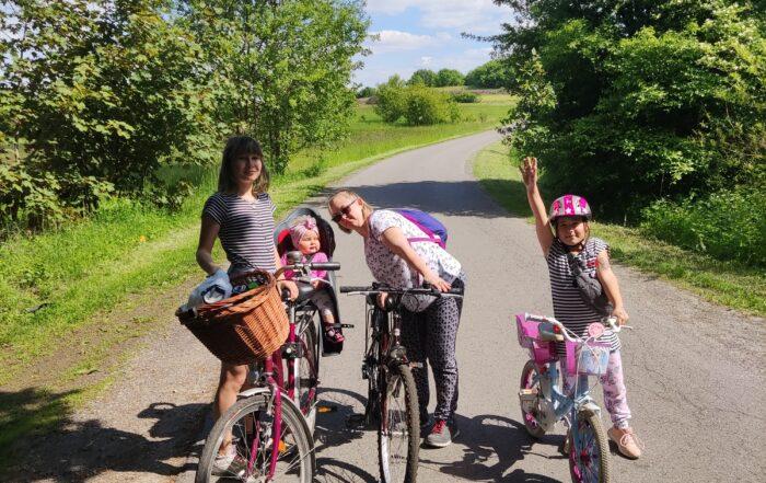 Asystent osobisty osoby z niepełnosprawnościami - podopieczna pani Anna na wycieczce rowerowej